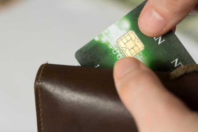 他人のクレジットカードを不正利用した場合|窃盗罪・詐欺罪